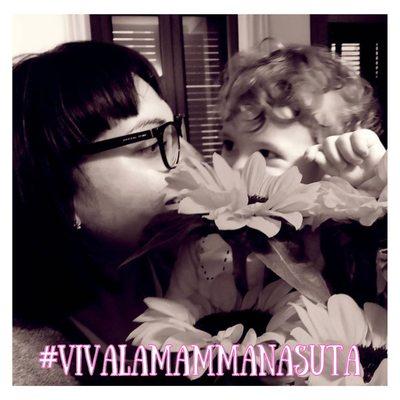 """🏁 Parte il contest più nasuto d'Italia 🇮🇹 Vota la tua foto preferita con un bel ❤️ Saranno conteggiati solo i voti sul nostro profilo. Puoi partecipare anche tu ecco come:✨#Vivalamammanasuta ✨ Partecipa al contest INSTAGRAM che premia tutte le mamme👩👦 """"nasute"""" d'Italia 🇮🇹 . Sei una mamma o una figlia? Pubblica una foto che parla di voi 📸e segui le istruzioni⬇️: 1️⃣📌condividi la foto con l'hashtag #vivalamammanasuta taggando il nostro profilo @lenasute 2️⃣ 📲Noi la riposteremo sul nostro profilo 3️⃣ invita i tuoi amici a seguire il profilo @lenasute e a votare la tua foto con un like ❤️ 4️⃣ Saranno premiate tre categorie: - FOTO SOCIAL la più votata - FOTO LOVE la foto più bella - FOTO CHIC la più artistica I vincitori delle categorie LOVE e CHIC saranno scelti per insindacabile giudizio dalla nostra artista! 5️⃣ il vincitore di ogni categoria si aggiudicherà l'esclusiva creazione artistica """"La paura fa 90 😷"""" realizzata a mano da Rita Cardelli per esortare questa pandemia ad andarsene via!!! 6️⃣🛒 tutti i partecipanti riceveranno per messaggio un buono sconto del 25% da spendere sul nostro sito internet (scadenza 31 MAGGIO) 🚨Si potrà partecipare fino alla mezzanotte di venerdì 7 MAGGIO 📣Le votazioni per il premio like termineranno lunedì 10 MAGGIO alle ore 22:00. 7️⃣I vincitori saranno proclamati tramite diretta MERCOLEDÌ 12 MAGGIO 🗣PASSA PAROLA!!!! #festadellamamma #lenasute #contest #disegno #repost #mammaefiglia #free #win #mamma #tivogliobenemamma"""